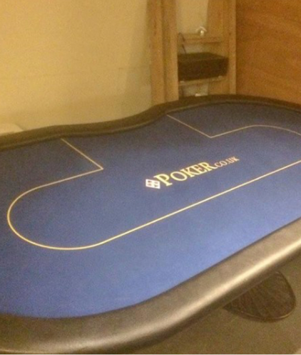 poker-table,-poker-chips-&-more-26002.png