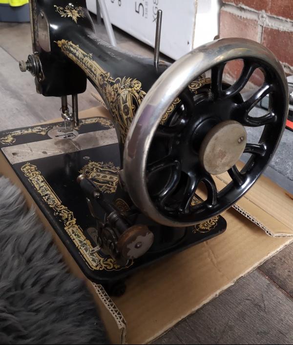 singer-sewing-machine-1910-62680.png