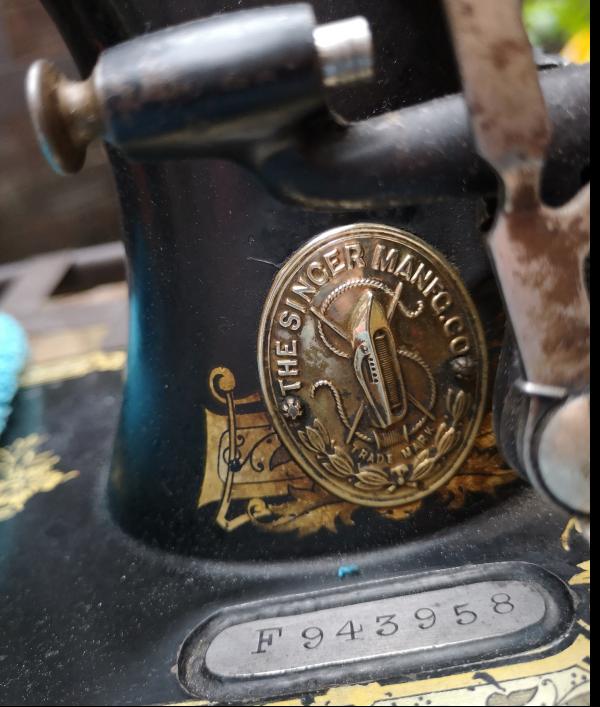 singer-sewing-machine-1910-62683.png